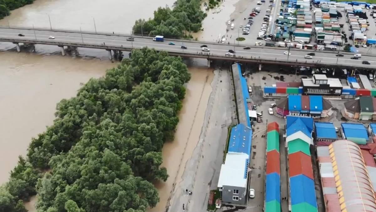 Потоп на Калиновском рынке 2020, Черновцы: видео с дрона
