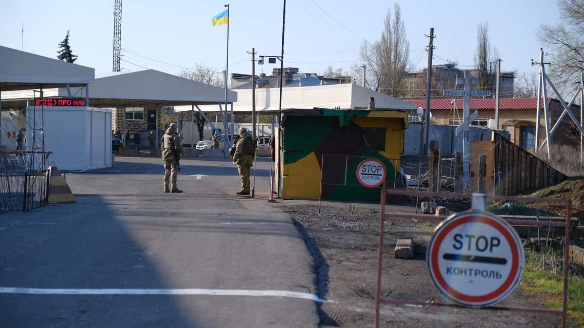 Уряд скасував обов'язкову обсервацію для тих, хто в'їжджає в Україну