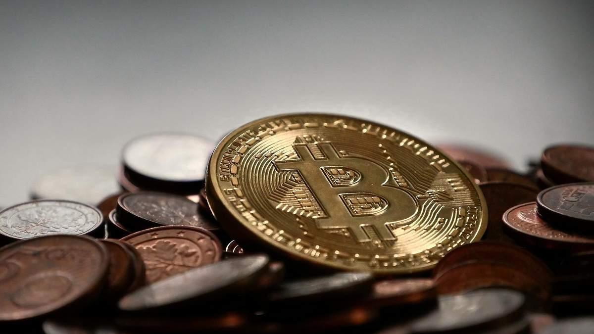 Чому впав біткойн: криптовалюта впала нижче 9 тисяч, причини