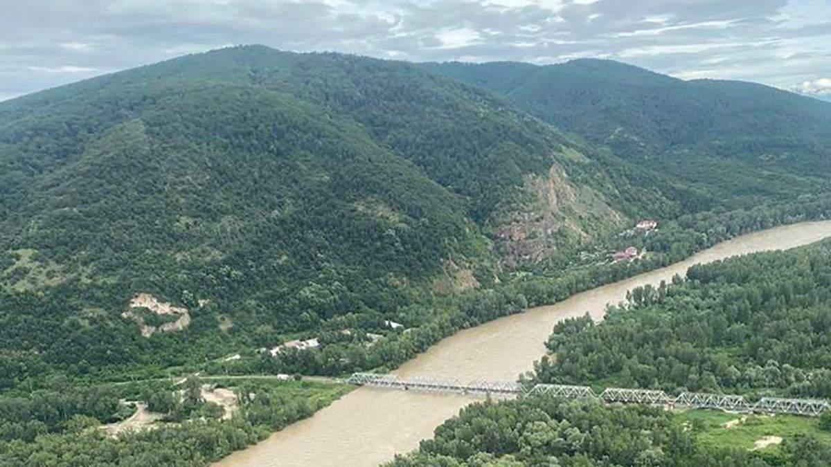 Непогода на Западе Украины: в них реках прогнозируют подъем воды