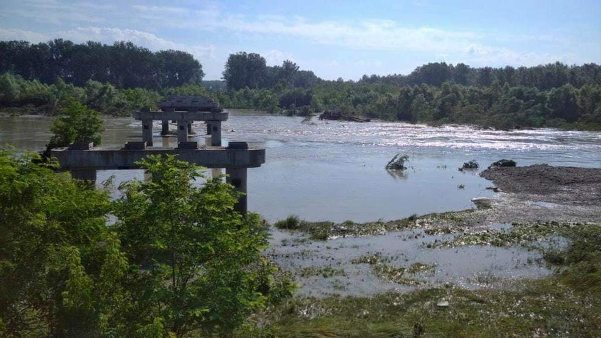 Міст у Маршинцях на Буковині знесла повінь