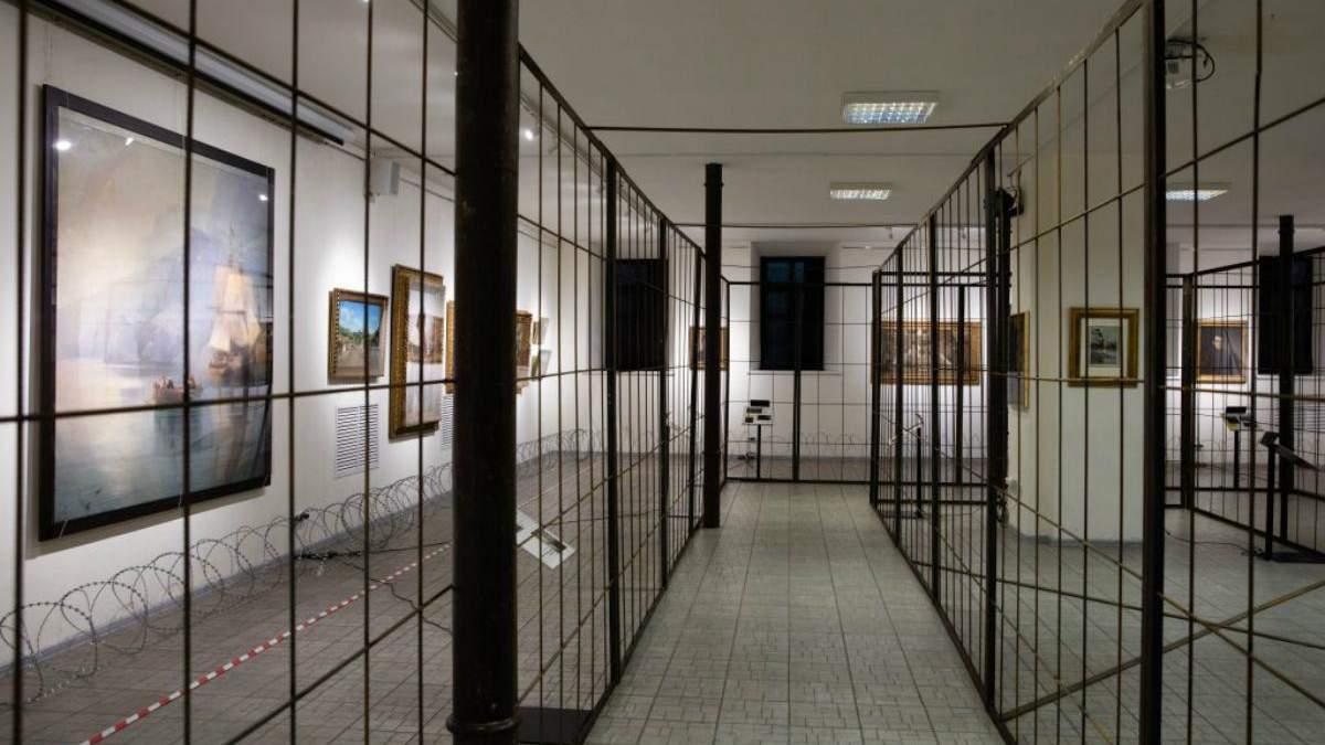 Картини родини Порошенків в музеї Гончара тепер за ґратами