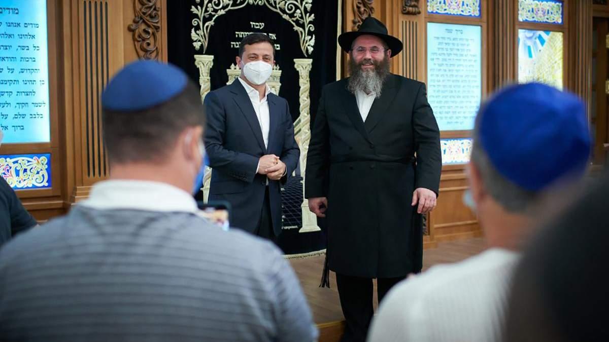 Зеленский посетил херсонскую синагогу, которую пытались поджечь: детали визита