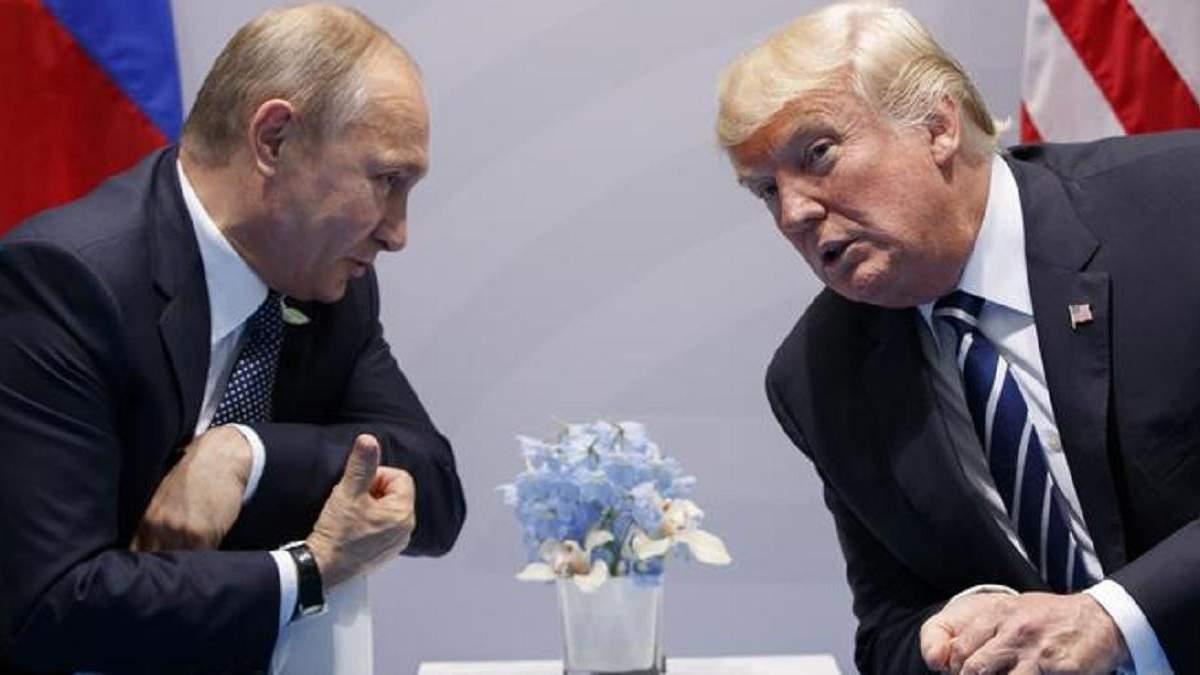 Путін вважає, що може змусити Трампа танцювати під свою дудку, – Болтон