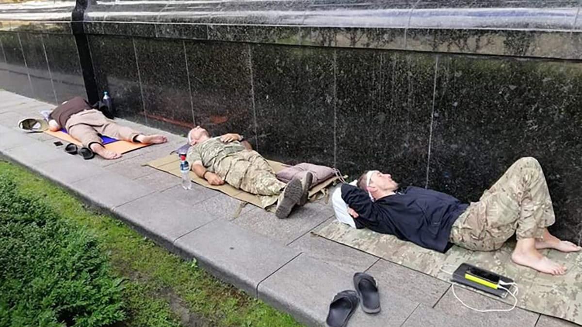 Ветерани голодують під стінами ОП