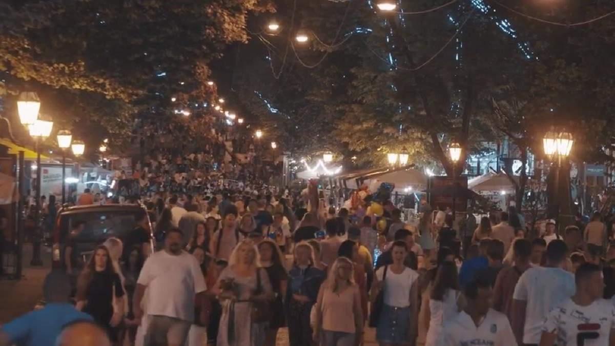 Толпы на улицах Одессы 28 июня 2020: видео