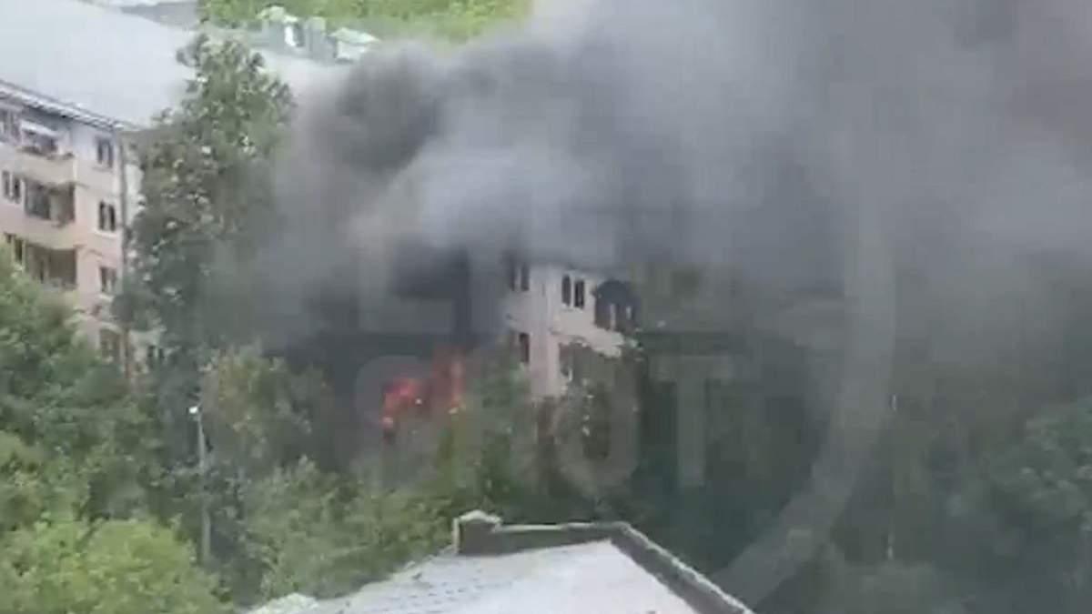 Пожар в жилом доме в Москве 29 июня 2020: есть жертва - видео