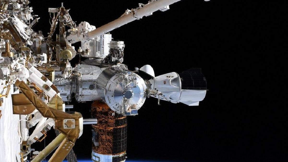 """""""Роскосмос"""" назвав Crew Dragon Ілона Маска небезпечним"""