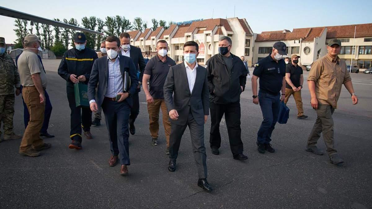 Головне – не опускати руки: Зеленський показав відео з поїздок на Прикарпаття і Херсонщину
