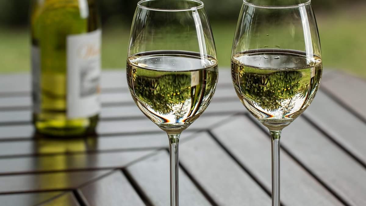 Топ літніх вин: назви фаворитів голівудського сомельє