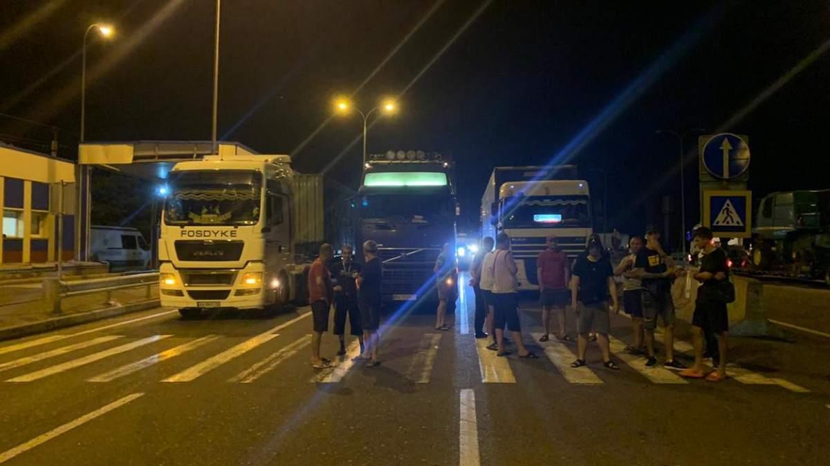 Водители фур перекрыли трассу Одесса - Киев 30 июня 2020: причина