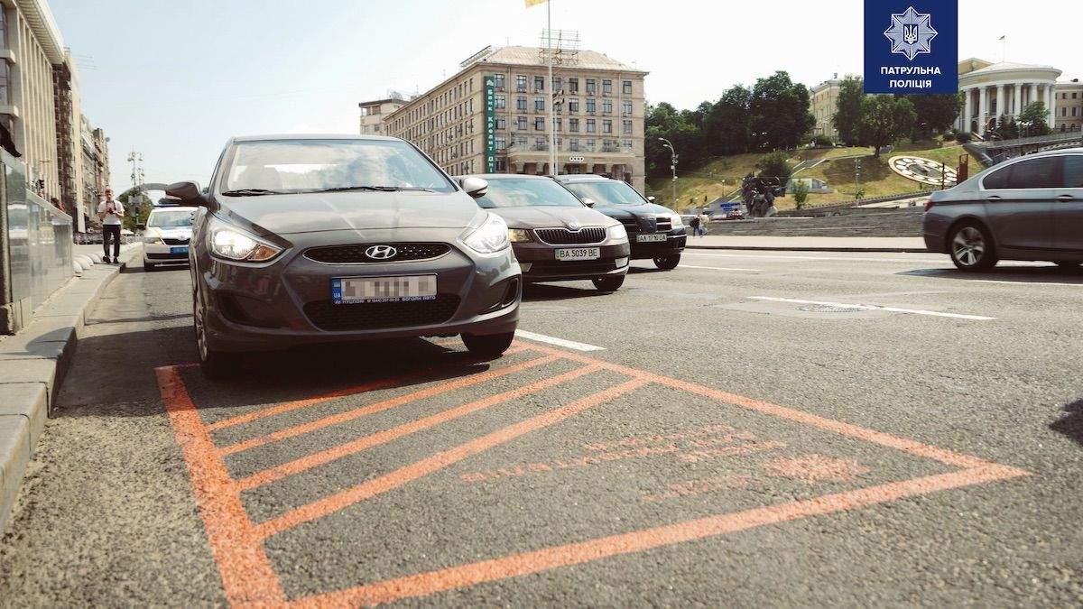 Помаранчева розмітка на дорогах Києва: фото