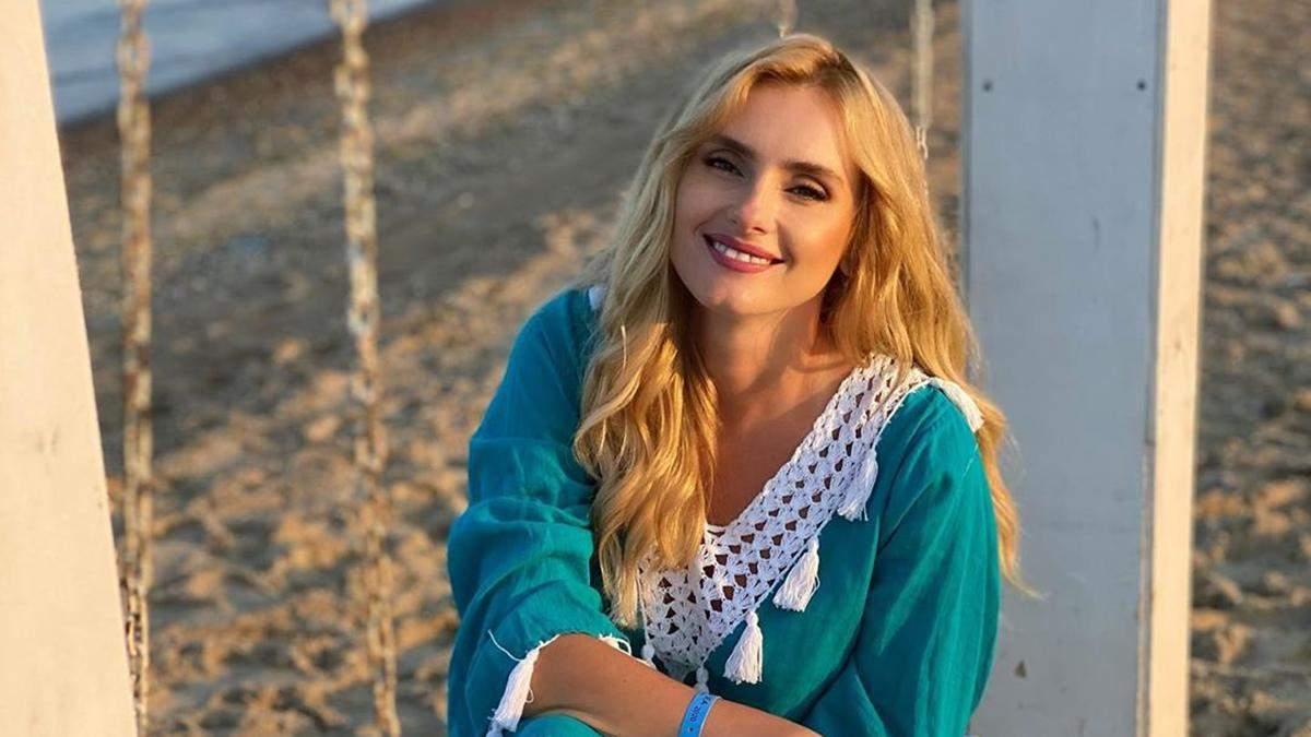 Ирина Федишин устроила стрептиз на пляже