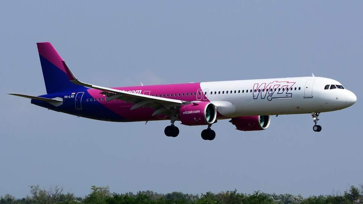 Польша 1 июля возобновила авиасообщение с Украиной: самолет Wizz Air сел в аэропорту Киев