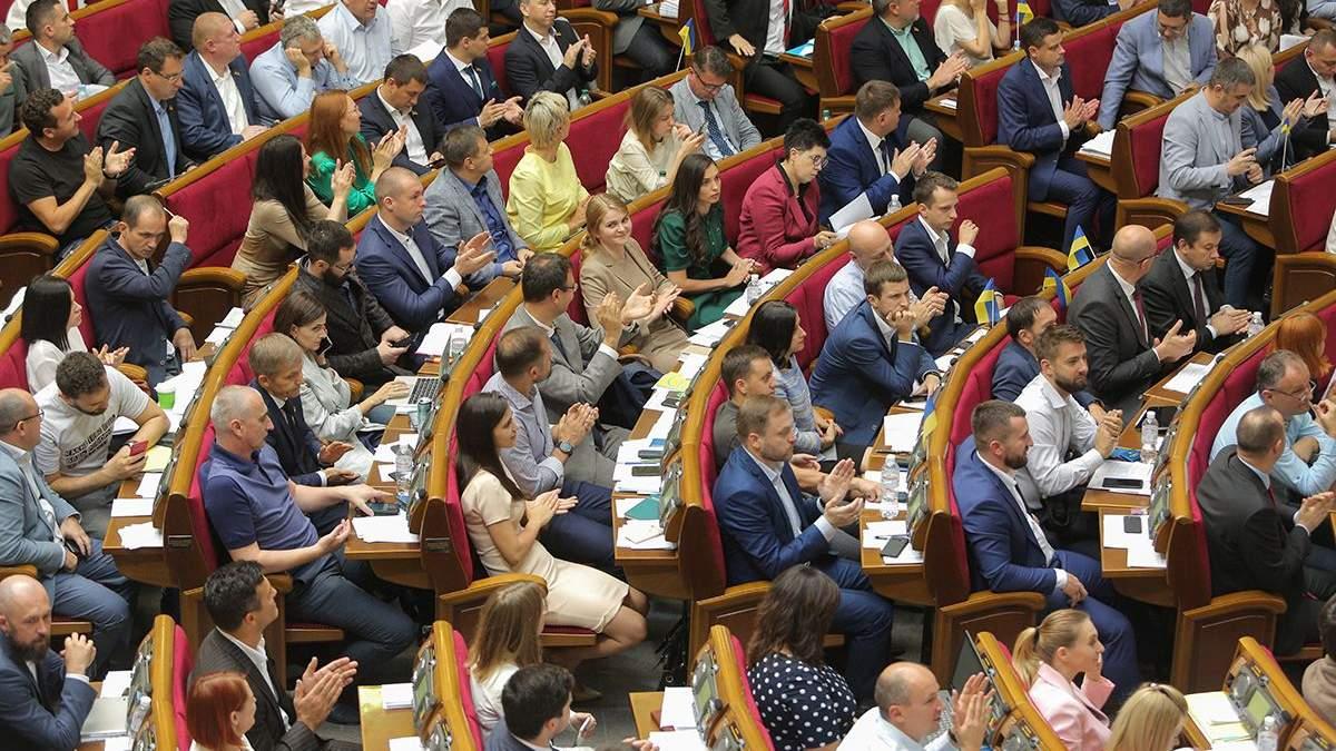 Занятия депутатов в Раде зафиксировали на фото