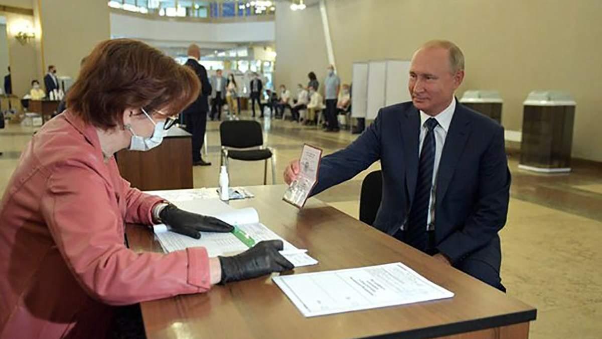 """Путин проголосовал за """"обнуление"""" своего президентства и нарушил карантин"""