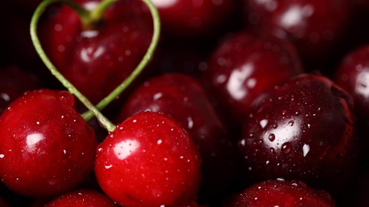Чем достать косточки из вишни