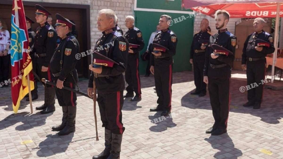 """Проросійські """"казаки"""" у Мелітополі збираються патрулювати місто, поліція проти"""