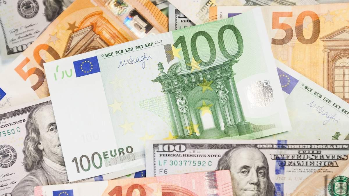 Курс долара, євро в обмінниках України після заяви відставки Смолія