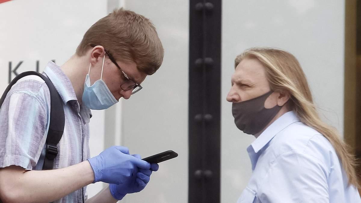 Чому носити маску під носом небезпечно і не рятує від COVID-19