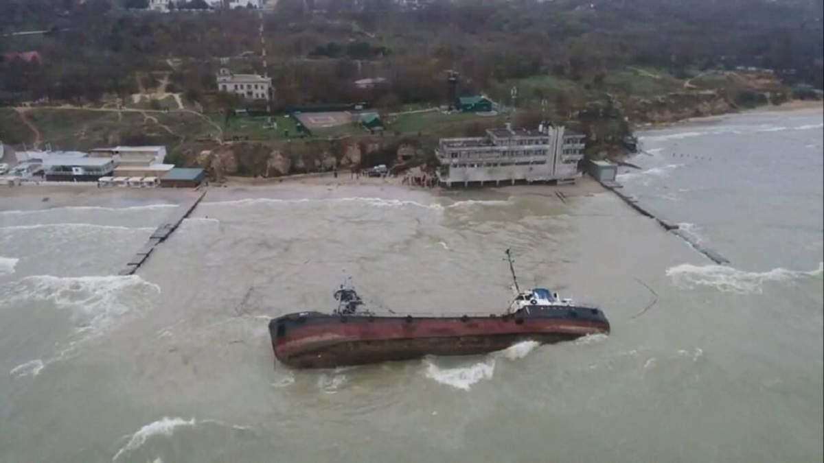 Танкер Delfi мають підняти з води біля Одеси до 20 липня 2020