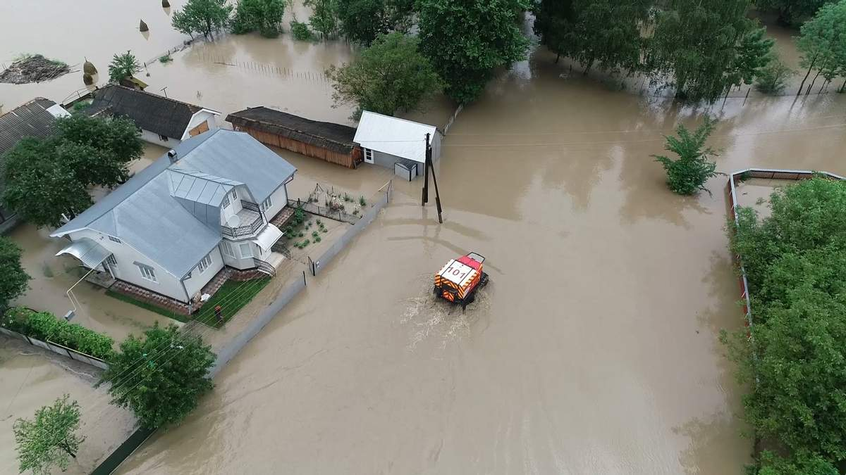 Паводки в Украине: на ликвидацию последствий надо 2 миллиарда гривен