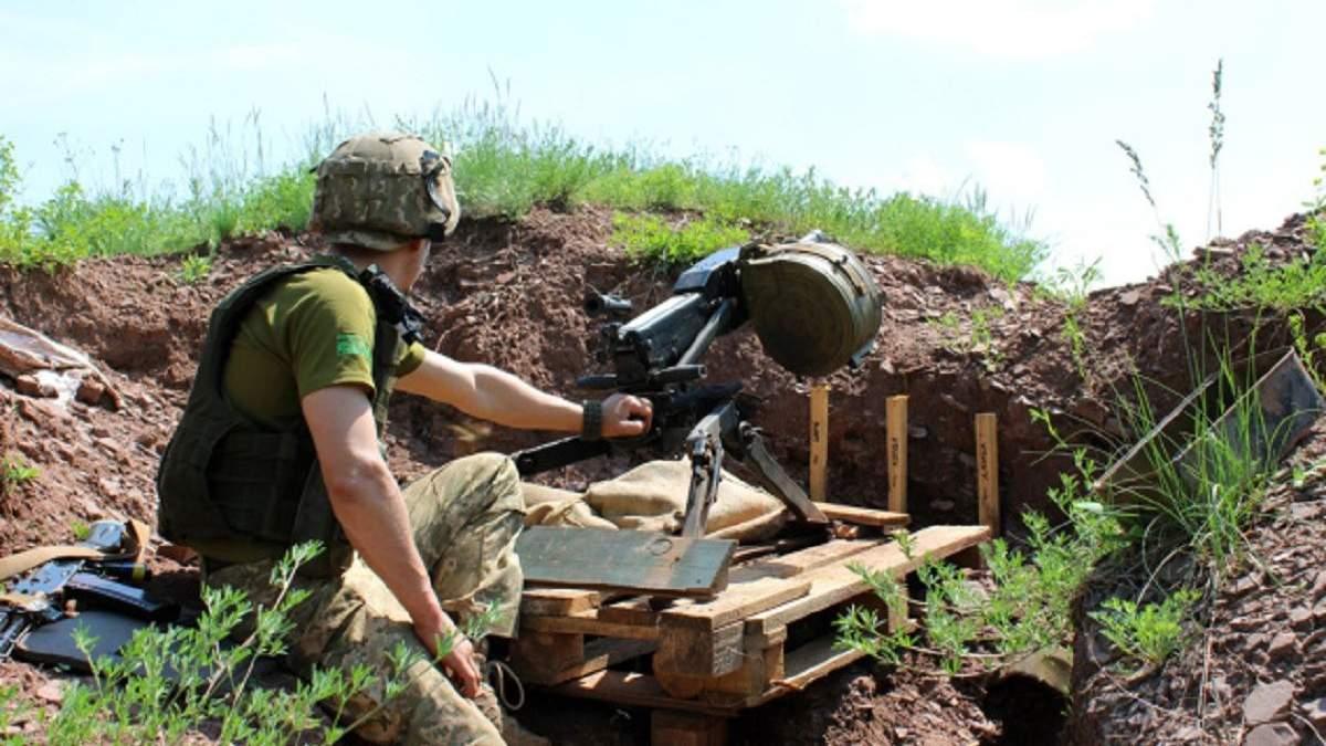 Сложные сутки на Донбассе: 20 атак боевиков, ранен боец и погибла женщина