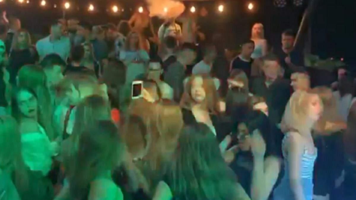 Вечеринка в ночном клубе Харькова INжир 3 июля 2020: видео