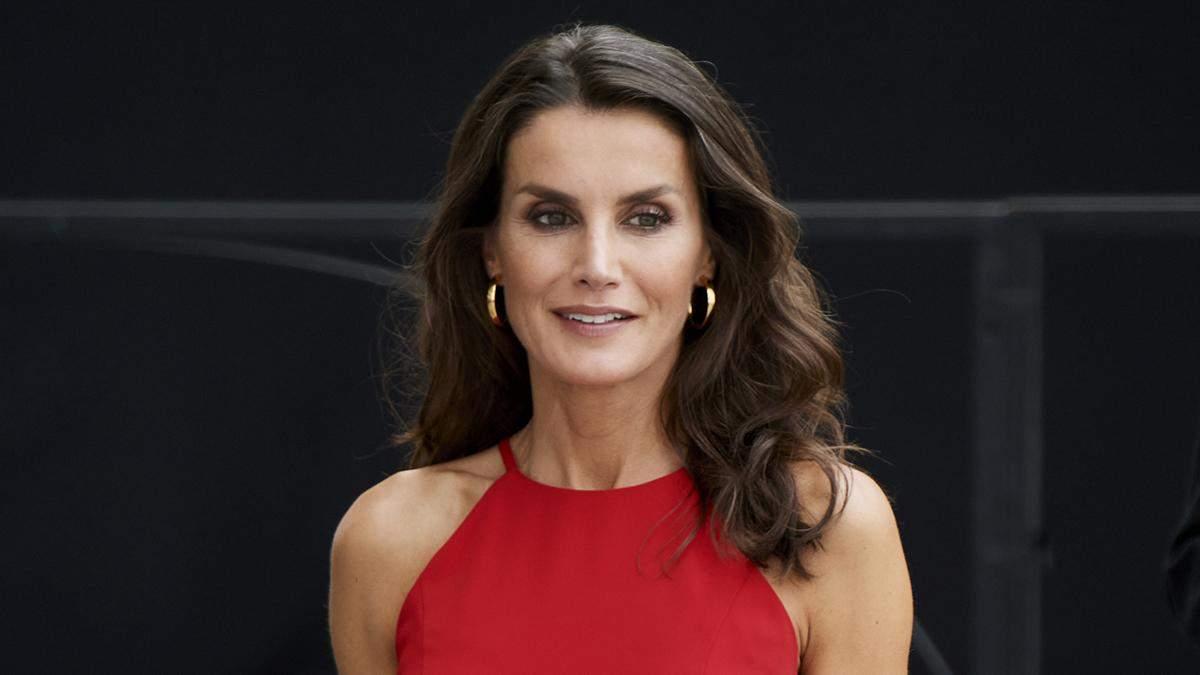 Королева Летиция предстала в элегантном красном платье