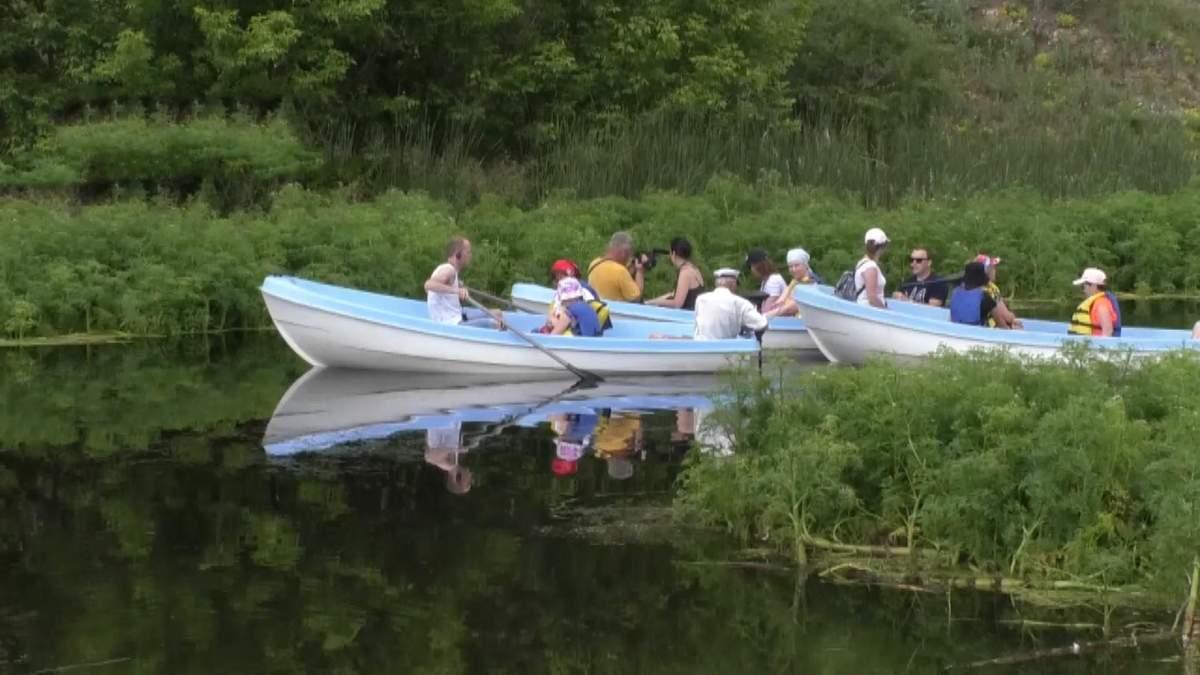 Невероятная экскурсия на лодке: мужчина на Черкасщине придумал необычную аттракцию