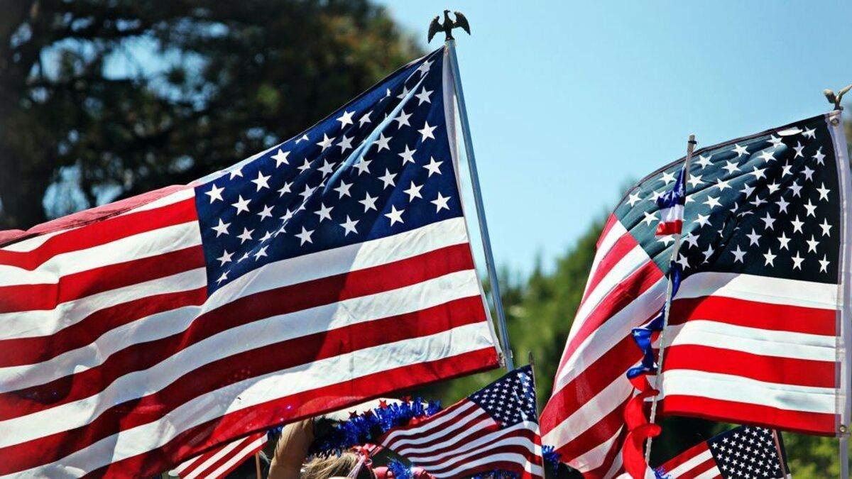 День независимости США: свержение памятника и сожжение флага