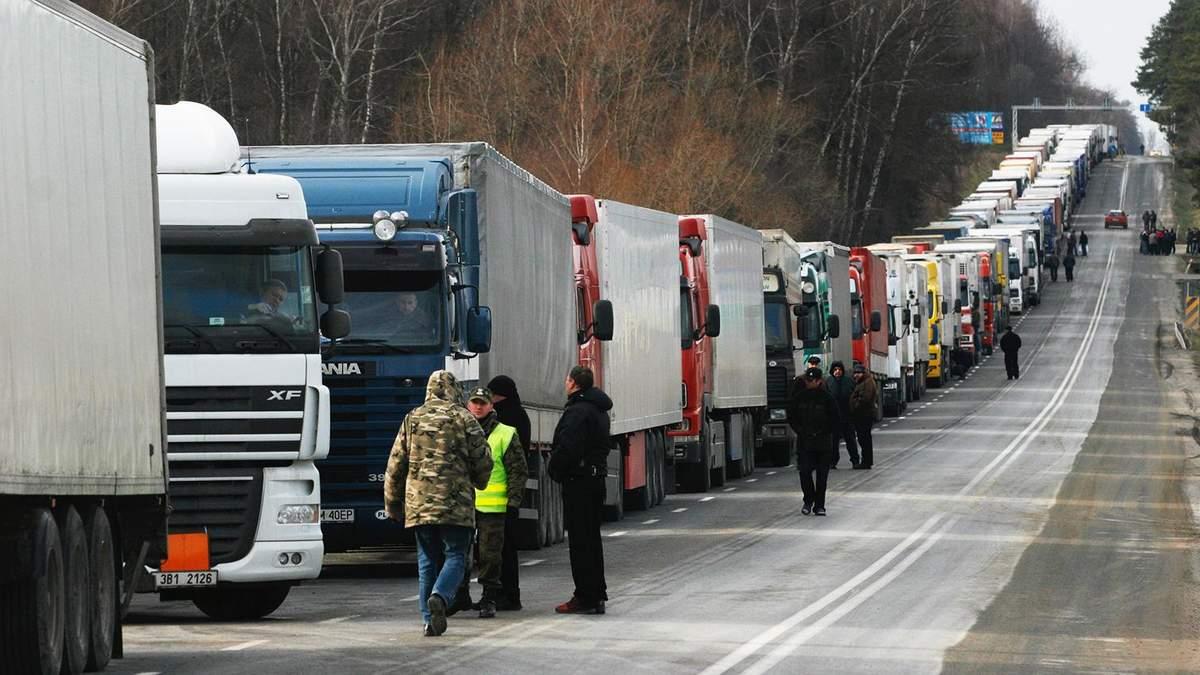 Водители фур заблокировали въезд в Николаев