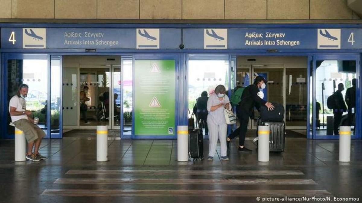 У 17 задержанных в Афинах украинцев не было виз или вида на жительство