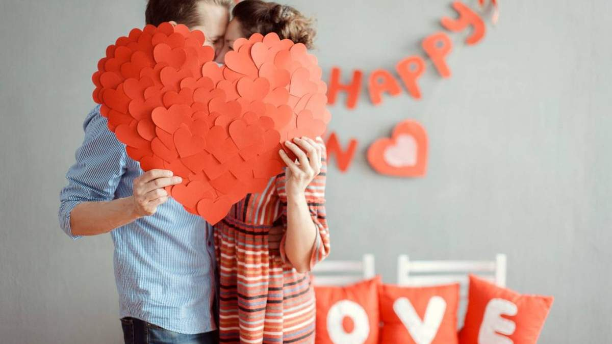 Хто  повинен першим зізнаватися в коханні