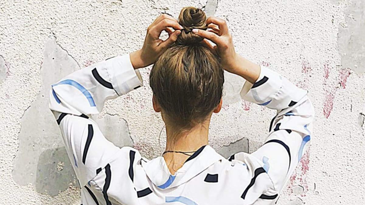 Чому випадає волосся: 5 головних причин та фото