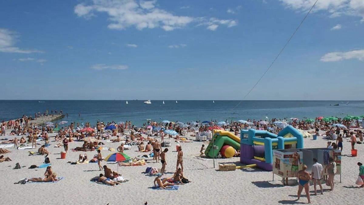 Толпы посетителей на пляжах Одессы