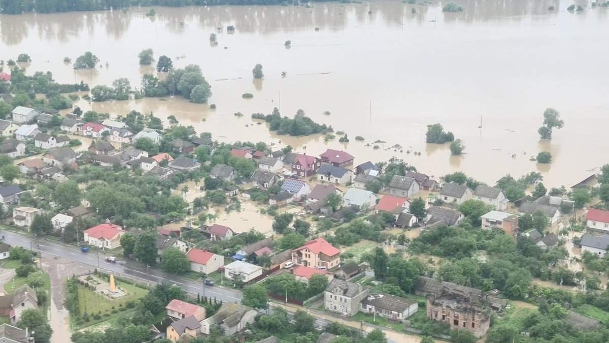 Наводнения на Прикарпатье: за компенсации пострадавшим возник скандал
