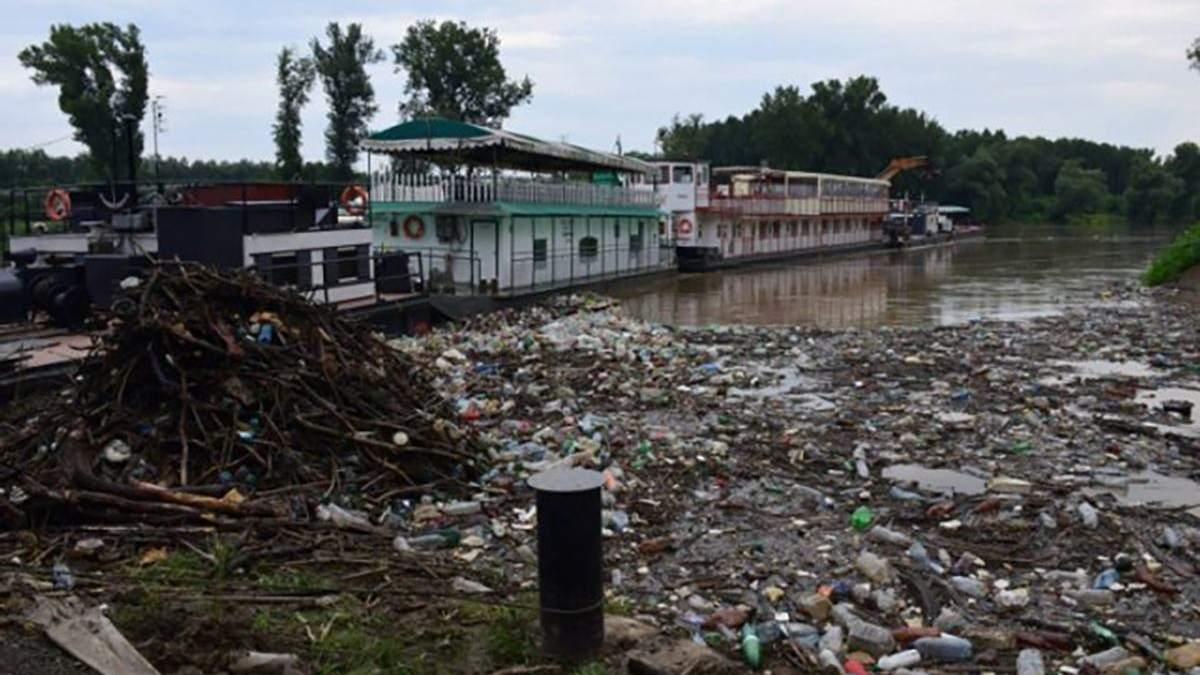 Угорщина звернулась до Зеленського через сміття з України