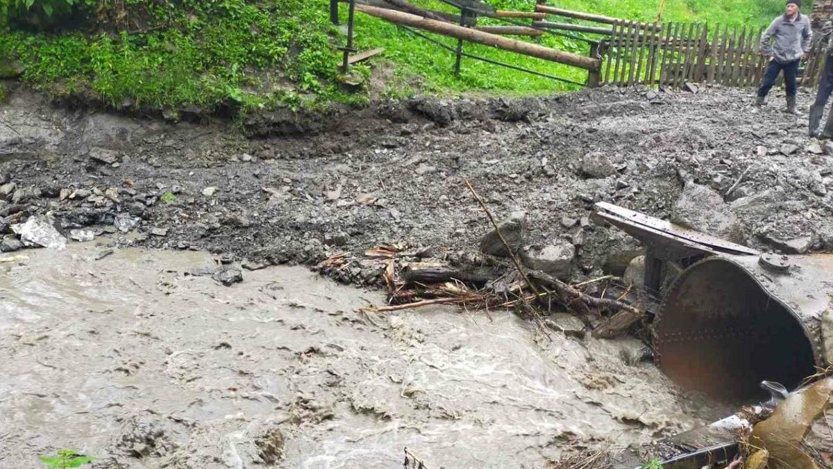 Непогода на Прикарпатье: сколько сел отрезаны от цивилизации