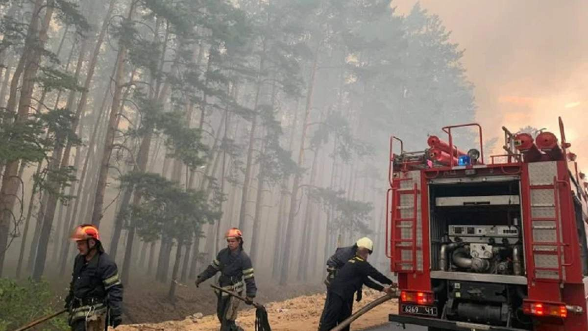 Боевики не дают авиации тушить пожар на Луганщине