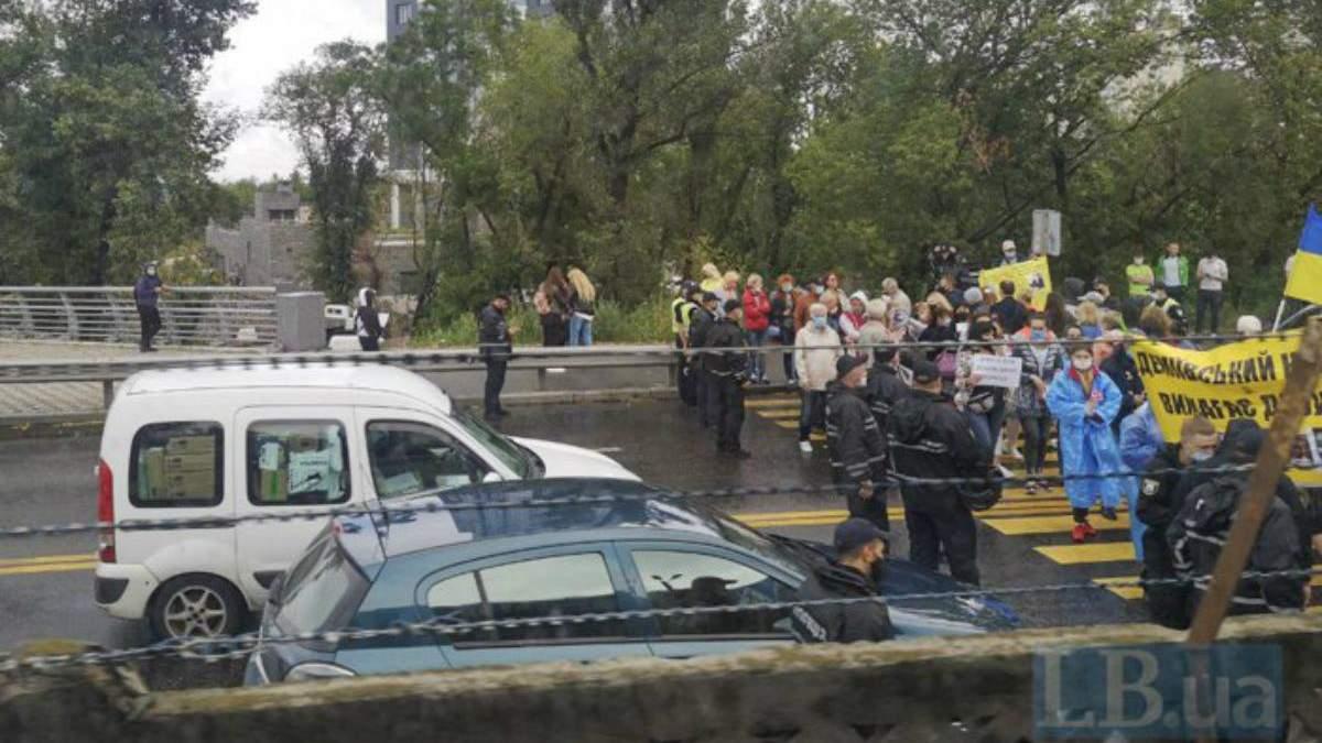 Протест на мосту Метро в Киеве
