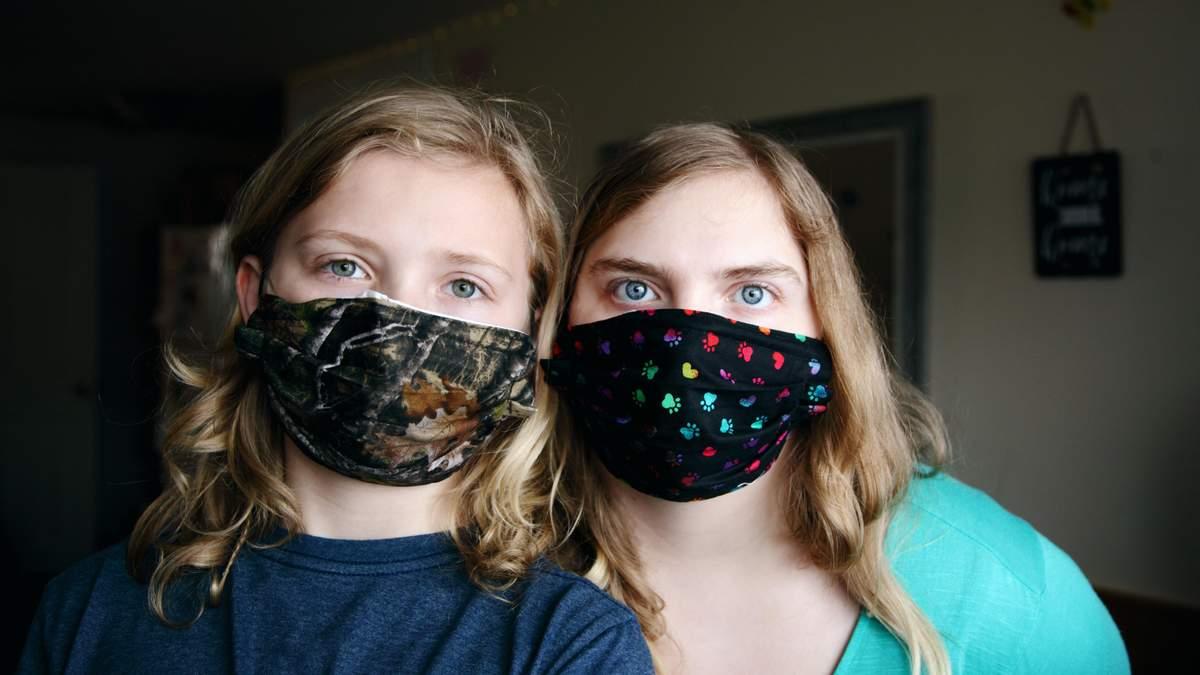 Как поощрять детей носить маски во время пандемии COVID-19