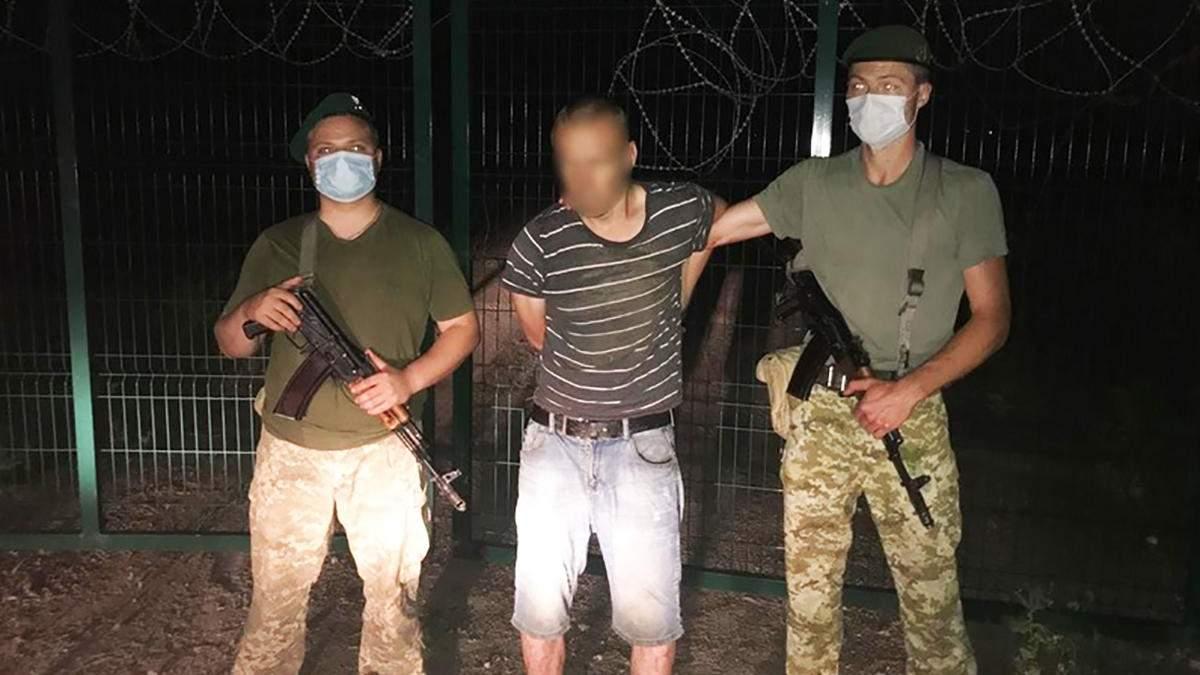 На Харківщині порушник спробував перелізти через паркан до Росії