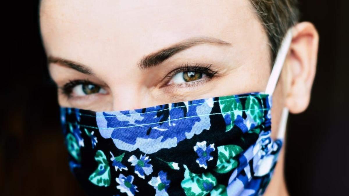 Как носить защитную маску так, чтобы не болели уши: прически