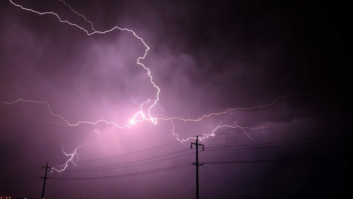 Непогода вновь накрыла Украину: обесточены 100 населенных пунктов