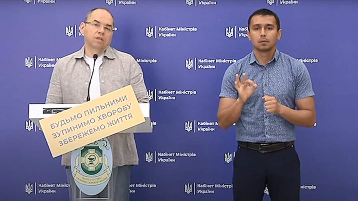 Курьез на брифинге Степанова: отвалилась табличка с призывом остановить болезнь