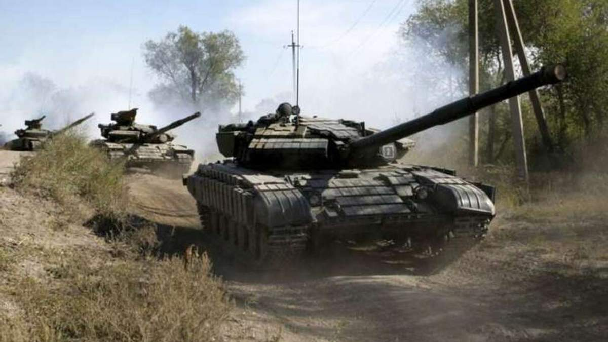 Гаубиця та танки на Донбасі: спостерігачі зафіксували важке озброєння