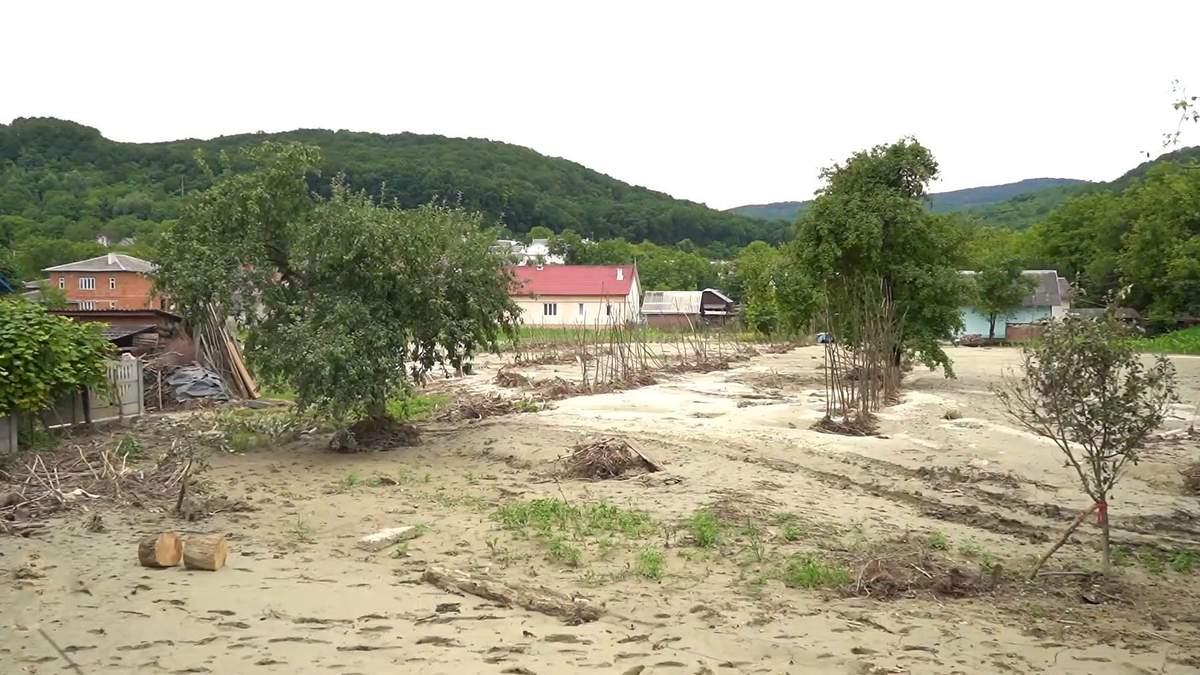 На Буковину пришла первая финпомощь после наводнения: фото последствий