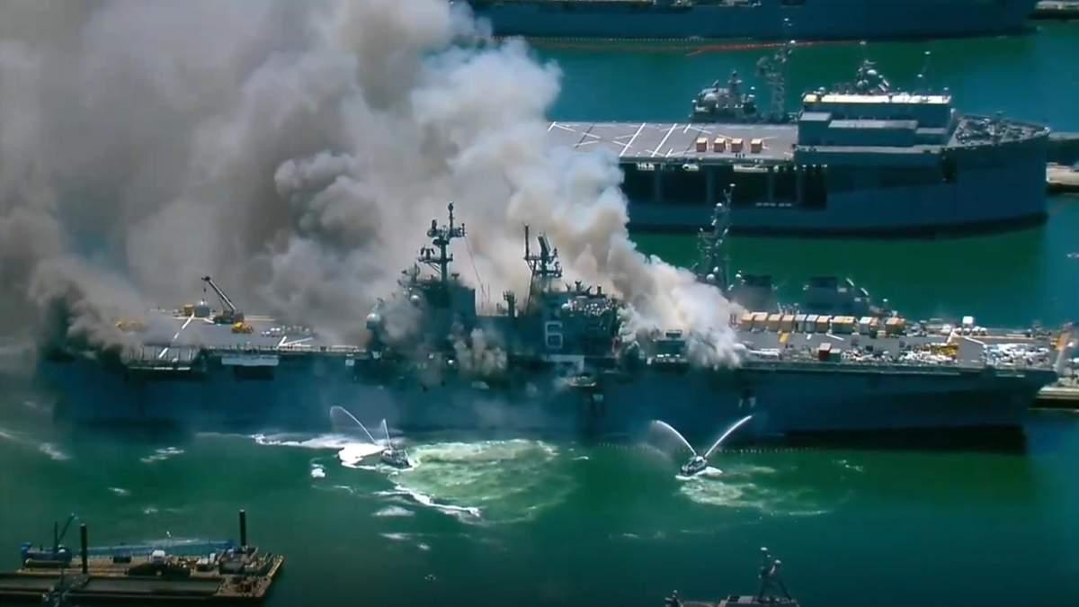 USS Bonhomme Richard в США загорелся и взорвался