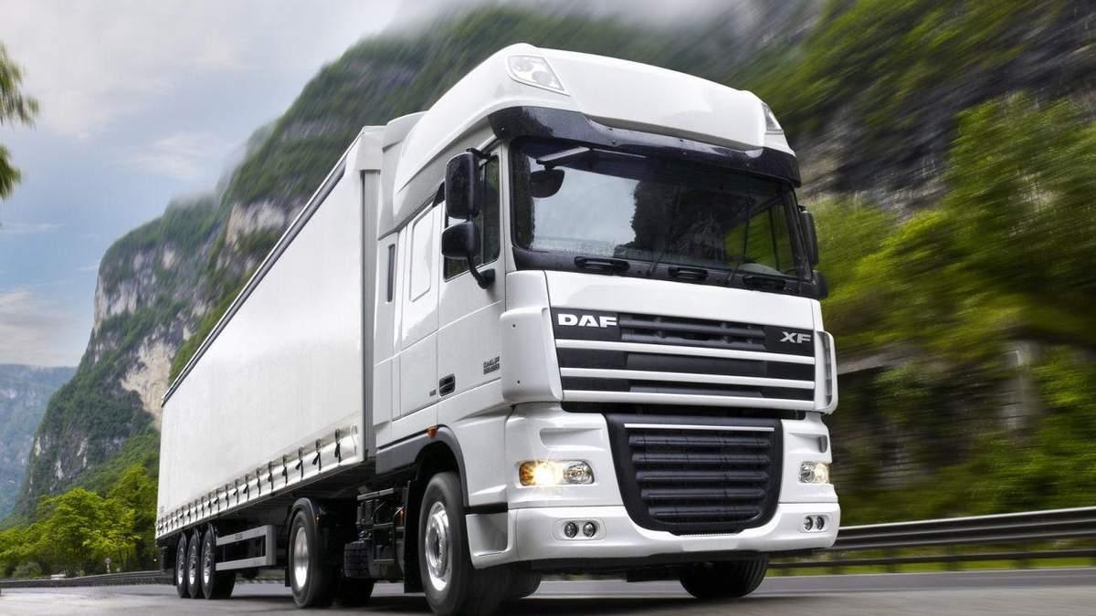 Вантажівки знищують українські дороги: Шульмейстер пояснив, як можна вирішити проблему